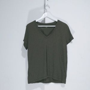 Madewell olive green v neck tshirt Excellent pre o